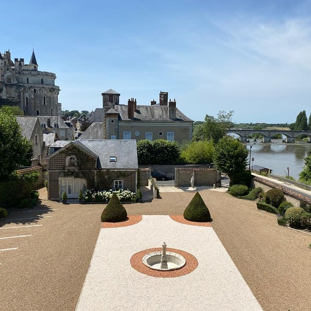 hotels amboise loire valley