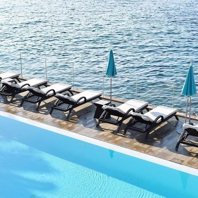 Les eaux calmes de la piscine du Miramar Beach Hotel & Spa n'attendent que vous !⠀⠀⠀⠀⠀⠀⠀⠀⠀ •⠀⠀⠀⠀⠀⠀⠀⠀⠀ The calm water of the Miramar Beach Hotel & Spa swimming pool is waiting only for you! ⠀⠀⠀⠀⠀⠀⠀⠀⠀ ⠀⠀⠀⠀⠀⠀⠀⠀⠀ 📷 @celesteherman⠀⠀⠀⠀⠀⠀⠀⠀⠀ ⠀⠀⠀⠀⠀⠀⠀⠀⠀ #MiramarBeachHotel #TheouleSurMer #FrenchRiviera #SmallLuxuryHotels #BoutiqueHotel #CareWhereYouStay #TravellerMade #5starsHotel #Poolside #DarlingEscapes #UniqueHotels #PlacesToBe