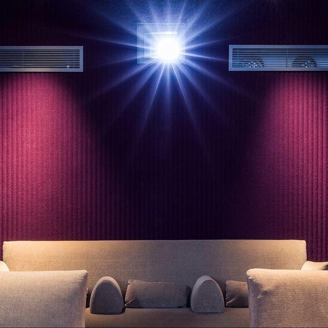 📽📽 RÉSERVEZ UNE DE NOS DEUX SUITES-CINEMAS EN SEPTEMBRE 📽📽  Dans chaque Suite-Cinema du @mk2hotelparadiso, vous bénéficiez d'une salle de projection privée. Et comme dans une véritable salle de cinéma, vous pouvez profiter des films actuellement à l'affiche.   Réservations ouvertes pour septembre : lien dans la bio de notre compte.    #mk2HotelParadiso #CinemaHotel #HotelParadiso