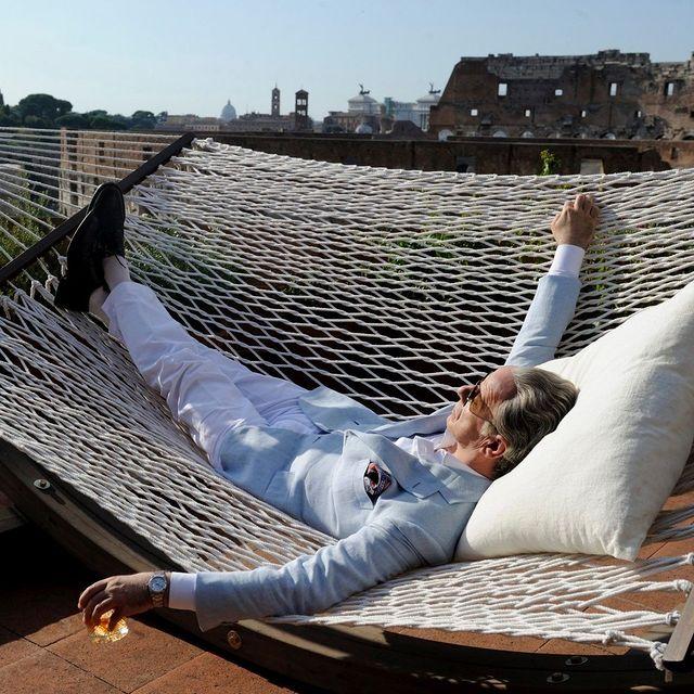"""""""La plus grande découverte que j'ai pu faire, à l'âge de soixante-cinq ans, est celle-ci : je n'ai plus le temps de faire ce que je n'ai pas envie de faire."""" Jep Gambardella - """"La Grande Bellezza""""   📸 """"La Grande Bellezza"""" - Paolo Sorrentino  #mk2HotelParadiso #CinemaHotel #HotelParadiso #PaoloSorrentino #LaGrandeBellezza @paolosorrentino_real"""