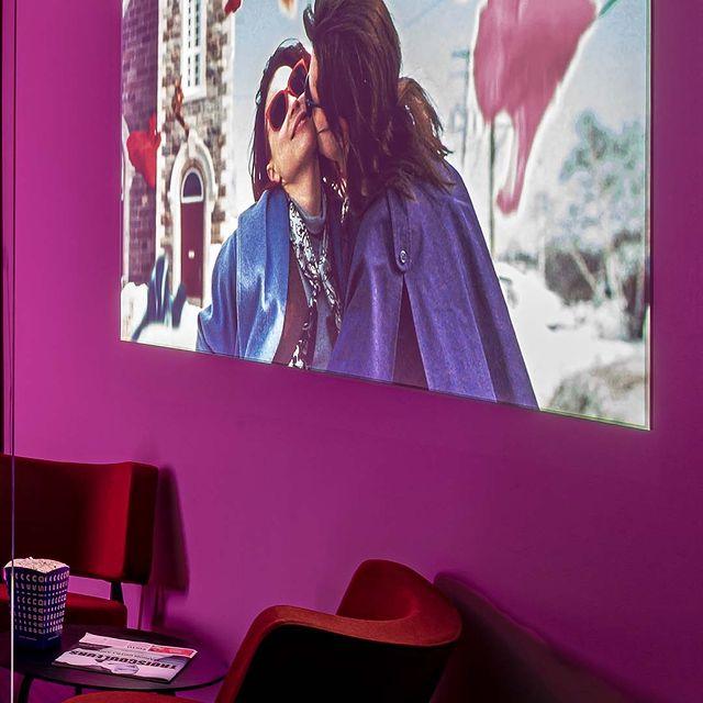 Au @mk2hotelparadiso, c'est toute la magie du cinéma qui apparait au pied de votre lit 📽 - At @mk2hotelparadiso, all the magic of cinema appears at the foot of your bed 📽  #mk2HotelParadiso #CinemaHotel #HotelParadiso #XavierDolan #LaurenceAnyways