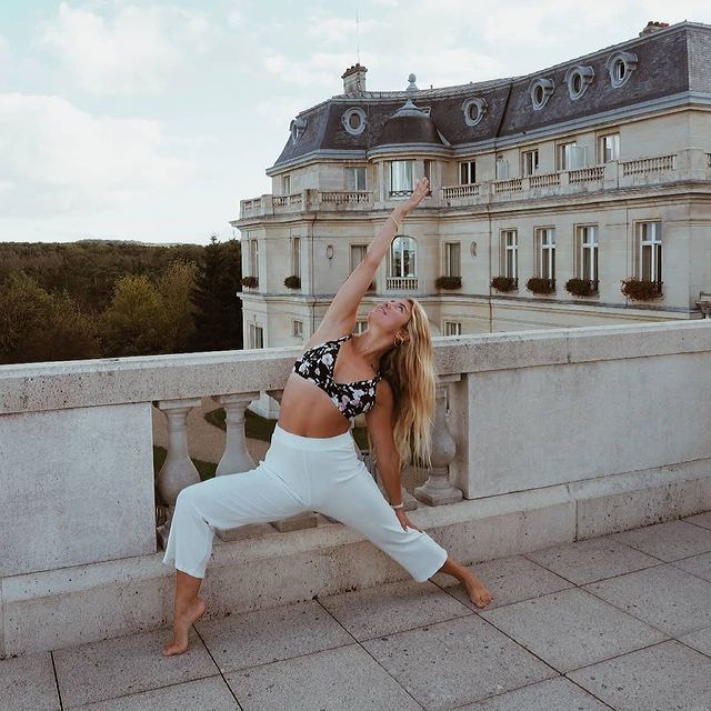 Recharger ses batteries dans un cadre aussi paisible qu'exceptionnel. • Recharge your batteries in a setting as peaceful as it is exceptional.  📸 @lisa.ep  #MontRoyalChantilly #SmallLuxuryHotels #TiaraHotels #OiseTourisme #Chantilly #YogaEverywhere #YogaInspiration #NatureAddict #Peaceful #Wellness