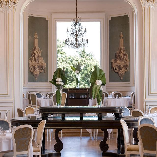 Nous avons hâte de voir 𝒍'𝑶𝒑𝒆́𝒓𝒂 se remplir à nouveau de nos clients préférés... • We can't wait to see 𝒍'𝑶𝒑𝒆́𝒓𝒂 fill up again with our favorite customers...  #MontRoyalChantilly #SmallLuxuryHotels #TiaraHotels #OiseTourisme #Chantilly #FrenchGastronomy #Gastronogram #FrenchChefs #GourmetTime #FoodLovers