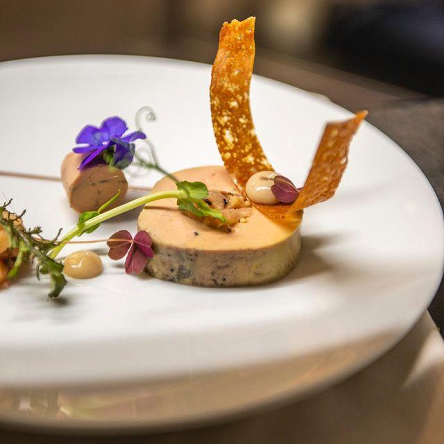 Souvenir du 𝑓𝑜𝑖𝑒 𝑔𝑟𝑎𝑠 𝑑𝑒 𝑐𝑎𝑛𝑎𝑟𝑑 𝑚𝑖-𝑐𝑢𝑖𝑡 𝑎𝑢 𝐵𝑎𝑛𝑦𝑢𝑙𝑠 du restaurant L'Opéra... Vous aussi, vous vous languissez de retrouver les mets de notre Chef 𝑩𝒆𝒏𝒐𝒊𝒔𝒕 𝑹𝒂𝒎𝒃𝒂𝒖𝒅 ? • A memory of 𝑀𝑖-𝑐𝑢𝑖𝑡 𝑑𝑢𝑐𝑘 𝑓𝑜𝑖𝑒 𝑔𝑟𝑎𝑠 𝑤𝑖𝑡ℎ 𝐵𝑎𝑛𝑦𝑢𝑙𝑠 at L'Opéra restaurant... Are you also pining for the dishes made by our chef 𝑩𝒆𝒏𝒐𝒊𝒔𝒕 𝑹𝒂𝒎𝒃𝒂𝒖𝒅?  #MontRoyalChantilly #SmallLuxuryHotels #TiaraHotels #OiseTourisme #Chantilly #FrenchChefs #FrenchGastronomy #GourmetMoments #Gastronogram