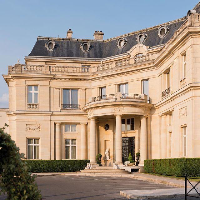 𝐂𝐎𝐍𝐂𝐎𝐔𝐑𝐒 𝐃𝐄 𝐅𝐎𝐋𝐈𝐄 [Concours terminé, gagnante @caroline.fraisse] Plus que 7 jours avant la réouverture du Château Hôtel Mont Royal Chantilly ! A cette occasion, nous nous sommes associés avec @champagnebaronsderothschild pour vous offrir une parenthèse royale : Participez à notre concours et tentez de gagner une nuit avec petit déjeuner pour 2 personnes, ainsi qu'une bouteille de champagne !  𝐏𝐨𝐮𝐫 𝐩𝐚𝐫𝐭𝐢𝐜𝐢𝐩𝐞𝐫 :  1️⃣ Suivre @montroyalchantilly, @tiarahotels et @champagnebaronsderothschild 2️⃣ Liker ce post 3️⃣ Taguer un maximum d'amis en commentaires  🍀 BONUS : Multipliez vos chances de gagner en repostant le concours en story. (Ne pas oublier de nous mentionner pour être pris en compte)   𝑇𝑖𝑟𝑎𝑔𝑒 𝑎𝑢 𝑠𝑜𝑟𝑡 𝑙𝑒 19/05, 𝑗𝑜𝑢𝑟 𝑑𝑒 𝑙𝑎 𝑟𝑒́𝑜𝑢𝑣𝑒𝑟𝑡𝑢𝑟𝑒 - 𝐵𝑜𝑛 𝑣𝑎𝑙𝑎𝑏𝑙𝑒 1 𝑎𝑛 𝑠𝑒𝑙𝑜𝑛 𝑑𝑖𝑠𝑝𝑜𝑛𝑖𝑏𝑖𝑙𝑖𝑡𝑒́𝑠 𝑒𝑡 ℎ𝑜𝑟𝑠 𝑏𝑙𝑎𝑐𝑘𝑜𝑢𝑡 𝑑𝑎𝑡𝑒𝑠. 𝐿𝑒𝑠 𝑝𝑎𝑟𝑡𝑖𝑐𝑖𝑝𝑎𝑛𝑡𝑠 𝑑𝑜𝑖𝑣𝑒𝑛𝑡 𝑒̂𝑡𝑟𝑒 𝑚𝑎𝑗𝑒𝑢𝑟𝑠. 𝐶𝑒 𝑐𝑜𝑛𝑐𝑜𝑢𝑟𝑠 𝑛'𝑒𝑠𝑡 𝑝𝑎𝑠 𝑠𝑝𝑜𝑛𝑠𝑜𝑟𝑖𝑠𝑒́ 𝑝𝑎𝑟 𝐼𝑛𝑠𝑡𝑎𝑔𝑟𝑎𝑚.   #MontRoyalChantilly #SmallLuxuryHotels #TiaraHotels #OiseTourisme #PartezEnFrance #EspritHautsDeFrance #IgersFrance #NordFrance #HDF #BeautifulDestinations #SecretEscapes #TakeMeThere #Giveaway