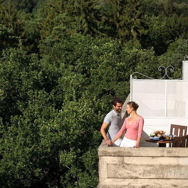Offrez-vous un bain de verdure au cœur de la foret de Chantilly, et profitez d'une réduction de 30% sur nos tarifs... L'occasion rêvée pour venir vous prélasser sur nos belles terrasses !  Découvrez-en plus sur notre offre de réouverture via le lien en bio.  Offre réservable jusqu'au 31/05/2021 pour tout séjour du dimanche au jeudi inclus, jusqu'au 30/06/2021. • Soak in the forest of Chantilly, and take advantage of a 30% discount on our rates... The perfect opportunity to come and enjoy our beautiful terraces! Discover more about our reopening offer via the link in bio. Offer bookable until 31/05/2021 for any stay from Sunday to Thursday included, until 30/06/2021.   #MontRoyalChantilly #SmallLuxuryHotels #TiaraHotels #Chantilly #EspritHautsDeFrance #HautsDeFranceTourisme #IgersFrance #NordFrance #HDF #BeautifulDestinations #SecretEscapes #TakeMeThere #LuxuryHotel #NatureLovers #DreamEscape
