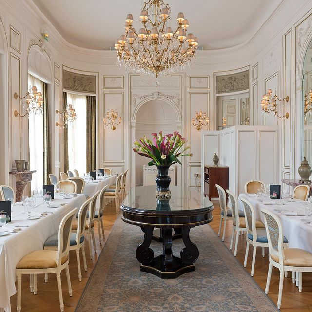 Notre Chef Benoist Rambaud est heureux pouvoir séduire à nouveau vos papilles dans le cadre 𝑠𝑜 𝑐ℎ𝑖𝑐 de l'Opéra ! Réservez dès à présent votre prochaine expérience gastronomique à sa table par téléphone au 03 44 54 50 91. • Our chef Benoist Rambaud is happy to be able to tickle your taste buds once more in the oh-so-chic setting of L'Opéra! Book your next gastronomic experience in his restaurant now: phone +33 (0)3 44 54 50 91.  #MontRoyalChantilly #SmallLuxuryHotels #TiaraHotels #OiseTourisme #Chantilly #HautsDeFrance #EspritHautsDeFrance #NordFrance #IgersFrance #DreamingOfTravel #UniquePlaces #PostcardsFromtheworld #GoExplore #WonderfulPlaces #TravelBug #Wanderlust #TravelStories #RoamThePlanet #TravelNomad