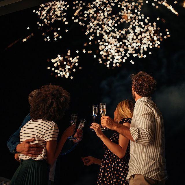 Notre programme pour célébrer la Fête Nationale comme il se doit : direction le parc Watermaël Chantilly pour admirer le feu d'artifice après avoir trinqué sur les terrasses du Mont Royal Chantilly.   Vous venez ?   ——  Our programme to celebrate the National Day properly: head for the Watermaël Chantilly park to admire the fireworks after toasting on the terraces of Mont Royal Chantilly.   Are you coming?  #MontRoyalChantilly #SmallLuxuryHotels #TiaraHotels #Chantilly #PartezEnFrance #SecretEscapes #TakeMeThere #DreamingOfTravel #LuxuryLifestyle #LuxuryTravel #HotelLife #LuxuryWorldTraveler #BestHotels #LuxuryDesign #FiveStarHotel