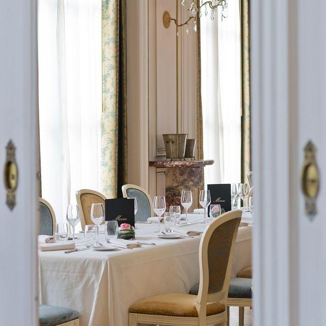Passez les portes de l'Opéra pour y découvrir le répertoire culinaire riche et varié de nos talentueux chefs Benoist Rambaud et @theo_cousin15...  ——  When you step over the threshold of L'Opéra, you discover the rich, varied culinary repertoire of our talented chefs Benoist Rambaud and @theo_cousin15...  #MontRoyalChantilly #TiaraHotels #Chantilly #HautsdeFrance #BeautifulDestination #Hautsdefrancetourisme #EspritHautdeFrance #ChateauHotel #SmallLuxuryHotels #TravelFrance #LuxuryTrip #FranceTourisme #VacancesEnFrance #Gastronomie #RestaurantGastronomique #CuisineGastronomique #FrenchFood #ChefBenoistRambaud #HauteCuisineFrançaise #RestaurantChantilly #GourmetFood #TheArtofPlating #Storyofmytable