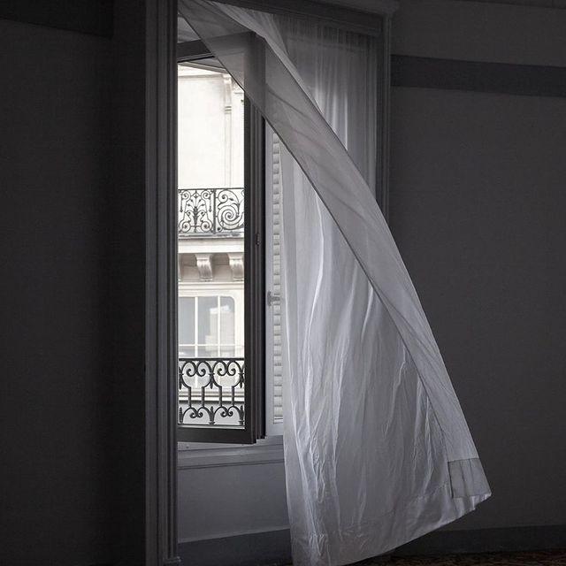 Baby it's windy outside 💨 by the talented @keffer_  #normandylechantier #machefertgroup #louvre #comptoirduchantier #machefertfamily #paris #hôtel #sauvetonhotel #machefert #rivoli #hotelroom