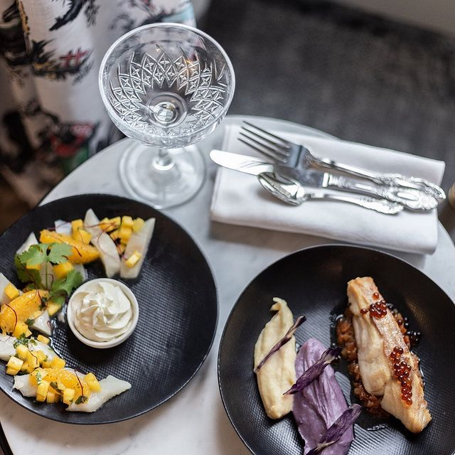 Hungry? How about a ceviche of sea bream, mango, beetroot surprises and flower petals... and that's just thestarter!  #yummy #normandyhotelparis #foodlover