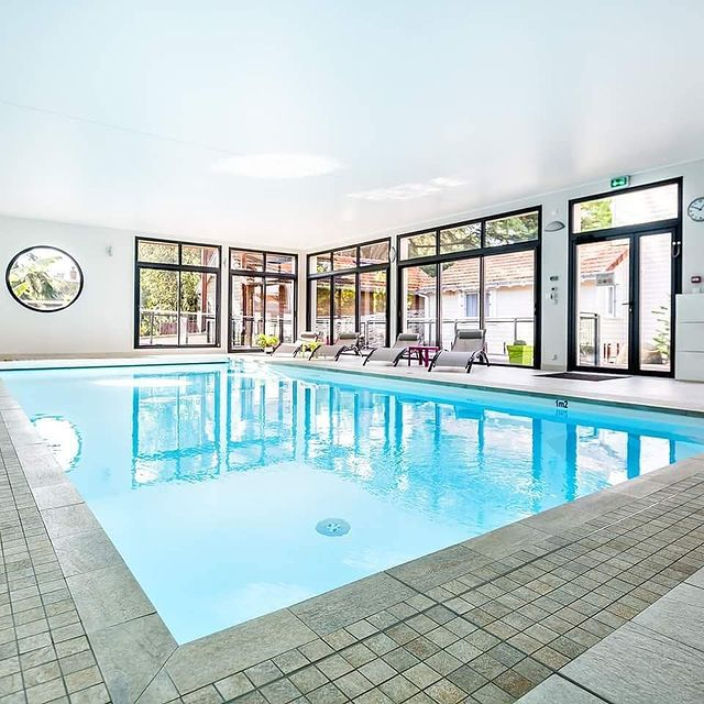 Météo | 11°  Soleil, nuage, vent, pluie... Avec la piscine couverte et chauffée à 30°, on se fait plaisir à l'abri.  #residence #loireatlantique #zenmoment #spa  #bienêtre #nantes #instaday #garden #sun #calm #piscine #jardin #swimmingpool #détente  #studios #villas #appartements ©Resid'spa