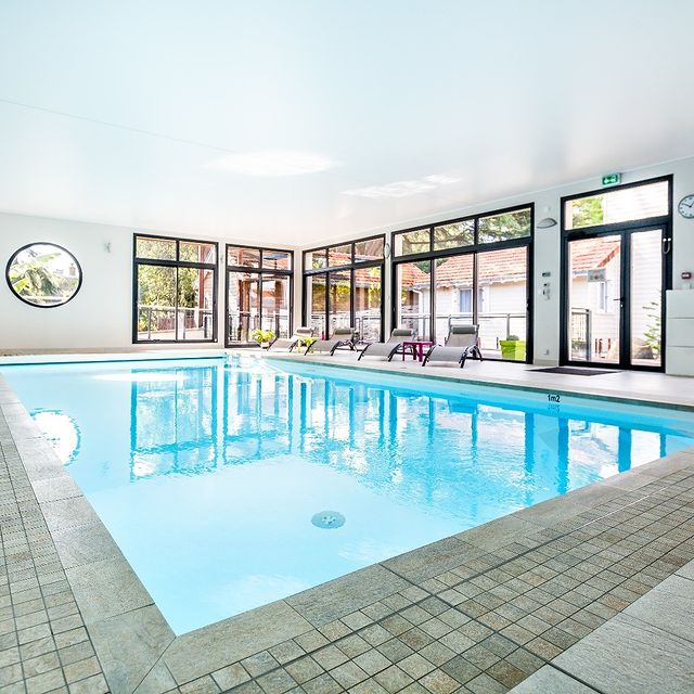 Météo | 10° La fraicheur s'installe...Il fait si bon à l'espace détente👙 #residence #loireatlantique #zenmoment #spa #bienêtre #nantes #instaday #garden #sun #calm #piscine #jardin #swimmingpool #détente #studios #villas #appartements ©Resid'spa