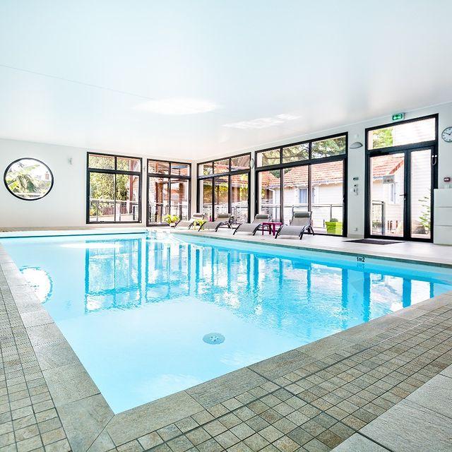 Météo | 10° La fraicheur s'installe...Il fait si bon à l'espace détente👙 #residence #loireatlantique #zenmoment #spa #bienêtre #nantes #instaday #garden #sun #calm #piscine #jardin #swimmingpool #détente #studios #villas #appartements ©Resid'spa