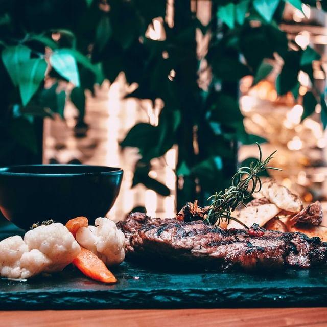 Visite o nosso restaurante e alimente o corpo e a alma com um dos nossos saborosos pratos do menu Wellness.