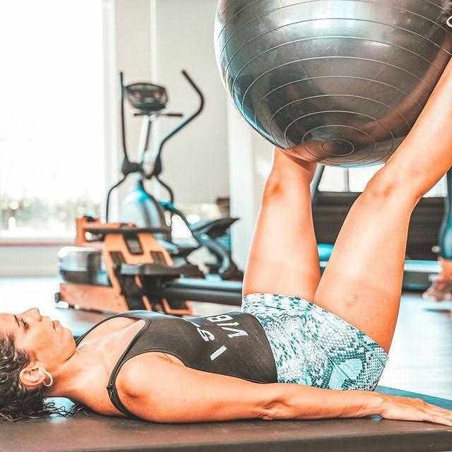 A pensar no seu bem estar dispomos de um ginásio completamente equipado, onde é possível manter as suas rotinas de treino. 🏋️♀️