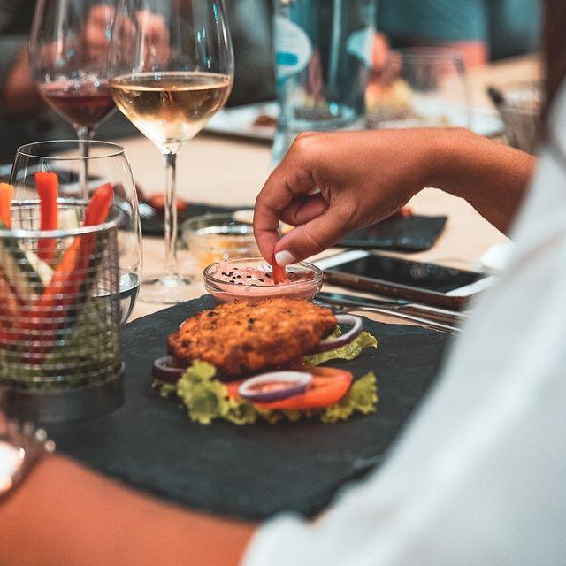 Os melhores amigos fazem do nosso restaurante o seu ponto de encontro de eleição. 😀 Já aqui trouxe os seus? 😊