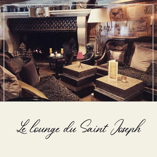 ❄️ Le lounge du Saint Joseph ❄️ #saintjoseph #maisontournier #hotel #restaurant #lounge #bar #luxury #luxurylifestyle #courchevel #courchevel1850 #cocooning #homesweethome #fireplace #welcome