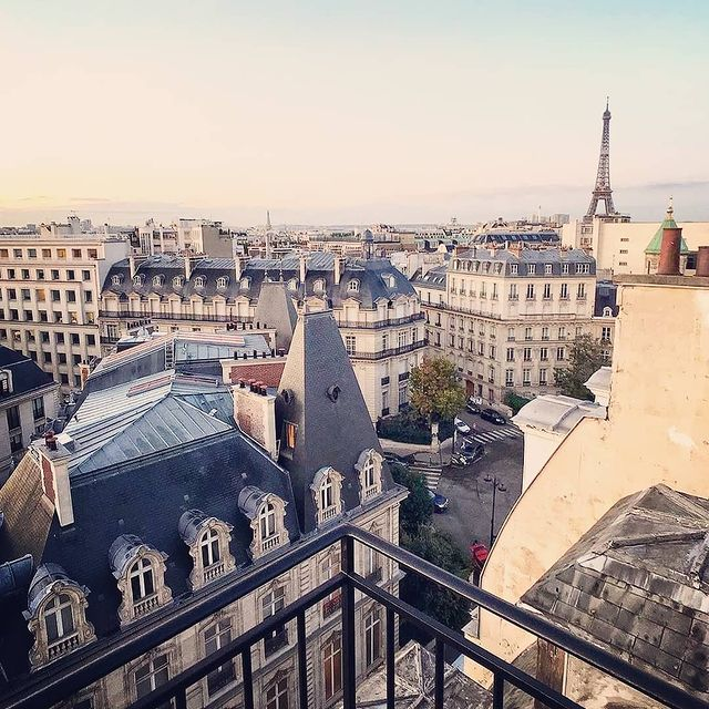 Need to escape has never been so great... Let's dream... ✨ Thank you @stephaniecolpron for this inspiring picture and great souvenir from our Terrace Junior Suite @smallluxuryhotels @parisjetaime ° ° ° #SanRegisParis #privatehome #homelikehotel #boutiquehotelparis #parisview #eiffeltowerview #privatebalcony #topparisphoto #topparishotels #visitparis #ForbesTravelGuide