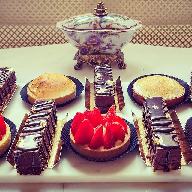 Dessert, quelqu'un?! 😏😋 • • • #ycmoments #alexandrapalacehotel #younancollection #ledaniels #dessert #food #foodporn #foodie #cake #yummy #instafood #chocolate #delicious #sweet #foodphotography #homemade #desserts #foodstagram #icecream #baking #pastry #instagood #foodblogger #love #sweets #tasty #dessertporn #foodlover #sweettooth