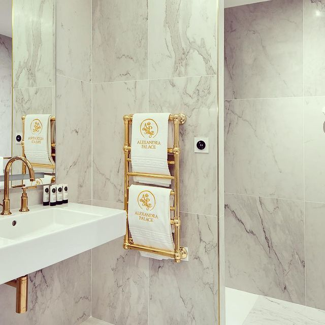 Votre propre oasis privée à l'Alexandra Palace... 🚿☁️  ~~~~~~~~~~~~~~~~~~~~~~~~~~~~~~~~~~~~~  Your own private oasis at Alexandra Palace... 🚿☁️#YCMoments #AlexandraPalaceHotel #YounanCollection • • •  #spa #beauty #skincare #relax #massage #wellness #facial #salon #love #makeup #skin #nails #belleza #selfcare #estetica #facials #hotel #manicure #pedicure #esthetician #spaday #sauna #health #as #travel #u #instagood