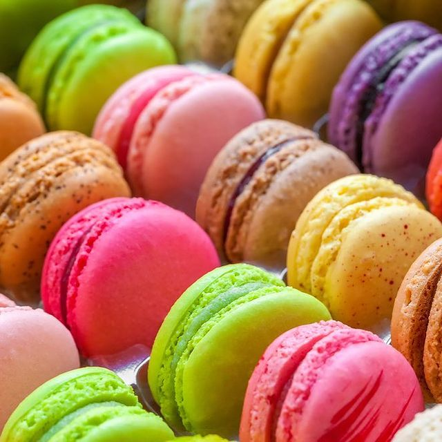 Macarons frais et faits maison du restaurant Le Daniel's à Alexandra Palace Hotel 🌈   ~~~~~~~~~~~~~~~~~~~~~~~~~~~~~~~~~~~~~  Fresh, homemade macroons from Le Daniel's Restaurant at Alexandra Palace Hotel 🌈 #YcMoments #LeDaniels #YounanCollection #AlexandraPalaceHotel • • •  #pastry #cake #food #dessert #patisserie #foodporn #instafood #pastrychef #chocolate #bakery #yummy #sweet #homemade #baking #foodie #delicious #foodphotography #cakes #pastrylove #instagood #love #foodstagram #cakedecorating #chef #pastrylife #pasticceria