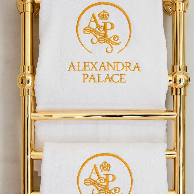 Is there anything better than the heated bath towels inside each suite's bathroom at Alexandra Palace? 😍🧖🏽‍♀️
