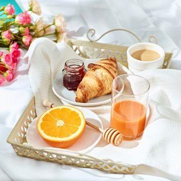 Petit-déjeuner au lit ? 🥐🍊 Ça donne envie, n'est-ce pas ? Nous proposons à nos clients des petits-déjeuner complets, gourmands, locaux et toujours 100% frais.  Parce que bien démarrer la journée, ça commence par un repas complet et plein de vitamines ! 💪 Tulip Residences vous offre tout ce dont vous avez besoin pour la journée !   #PerfectStay #StayLiveEnjoy #CityBreak #TakeCare #WelcomeHome #aparthotel #hotel #travel #tourism #apartments #TulipResidence #hotels #tourisme #servicedapartments #businesstravel #familytravel #travel #instatravel #worktravel #citadines #serviceresidence #instadaily #instatravel #hotelstyle #hotelstays #hotelholidays #luxuryhotel #luxuryhotels #hotelrooms #hoteldesign