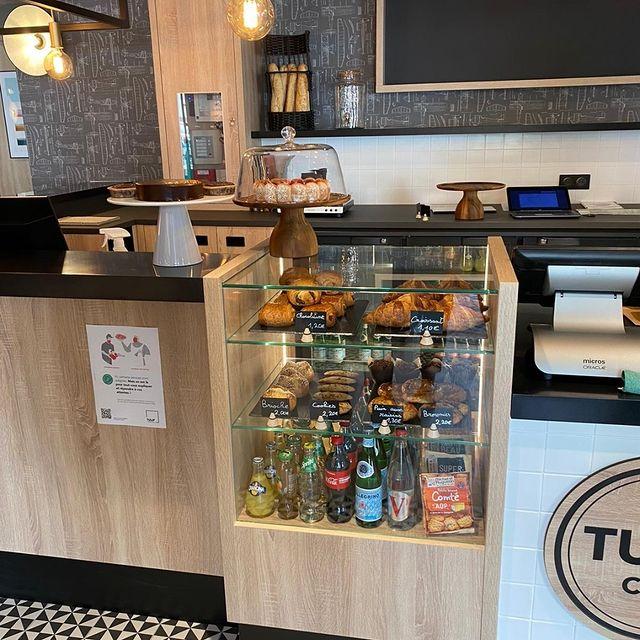 Café, thé, jus d'oranges, croissants, pains au chocolat (ou chocolatine ?)... Vous prenez quoi pour bien démarrer la journée ? ☀️ Peu importe vos goûts, on a forcément ce qu'il vous faut !  Tulip Residences vous accueille pour vos longs et courts séjours. Venez vous ressourcer en toute sérénité. 😉   #PerfectStay #StayLiveEnjoy #CityBreak #TakeCare #WelcomeHome #aparthotel #hotel #travel #tourism #apartments #TulipResidence #hotels #tourisme #servicedapartments #businesstravel #familytravel #travel #instatravel #worktravel #citadines #serviceresidence #instadaily #instatravel #hotelstyle #hotelstays #hotelholidays #luxuryhotel #luxuryhotels #hotelrooms #hoteldesign