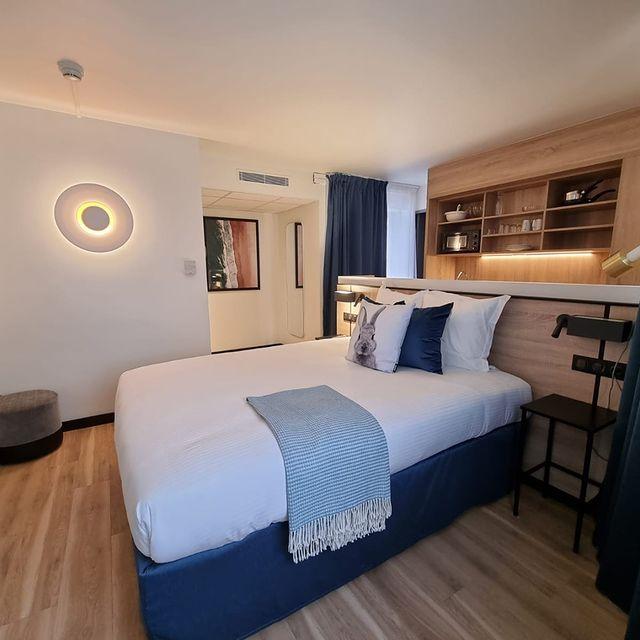 Ouvrez les portes 🚪 vous n'allez plus vouloir quitter votre chambre avec tant de confort ! Mais laissez-nous vous présenter tout de même quelques avantages à sortir près de la réception : 👉 Un café qui vous propose des bonnes choses saines, locales et gourmandes 👉 Un espace de coworking pour recevoir vos invités 👉 Des équipes toujours disponibles pour vous accueillir et vous faire plaisir   Alors, vous venez nous voir prochainement ? 😉   #PerfectStay #StayLiveEnjoy #CityBreak #TakeCare #WelcomeHome #aparthotel #hotel #travel #tourism #apartments #TulipResidence #hotels #tourisme #servicedapartments #businesstravel #familytravel #travel #instatravel #worktravel #citadines #serviceresidence #instadaily #instatravel #hotelstyle #hotelstays #hotelholidays #luxuryhotel #luxuryhotels #hotelrooms #hoteldesign