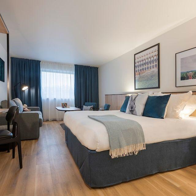 Inutile de rechercher un hébergement de dernière minute pour votre séjour professionnel !   👉 Notre concept d'aparthotels propose aux voyageurs du monde de poser leurs bagages dans un de nos espaces de vie pour se reposer, travailler, se détendre...  Le temps d'une nuit ou pour quelques jours. L'hébergement n'aura jamais été aussi facile ! Que diriez-vous de profiter de quelques nuits au calme ? 🌙  #PerfectStay #StayLiveEnjoy #CityBreak #TakeCare #WelcomeHome #aparthotel #hotel #travel #tourism #apartments #TulipResidence #hotels #tourisme #servicedapartments #businesstravel #familytravel #travel #instatravel #worktravel #citadines #serviceresidence #instadaily #instatravel #hotelstyle #hotelstays #hotelholidays #luxuryhotel #luxuryhotels #hotelrooms #hoteldesign