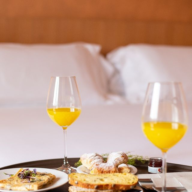 💤 S'endormir dans un endroit cocooning après une journée chargée en rendez-vous.  Se réveiller avec un délicieux café ☕ qui vous attend dans un espace lumineux et agréable.  ⚡ Faire le plein d'énergie en coworking avec les collègues.  C'est ça, l'univers Tulip Residences, avec de nombreuses possibilités qui vous attendent pour vos séjours !   #PerfectStay #StayLiveEnjoy #CityBreak #TakeCare #WelcomeHome #aparthotel #hotel #travel #tourism #apartments #TulipResidence #hotels #tourisme #servicedapartments #businesstravel #familytravel #travel #instatravel #worktravel #citadines #serviceresidence #instadaily #instatravel #hotelstyle #hotelstays #hotelholidays #luxuryhotel #luxuryhotels #hotelrooms #hoteldesign