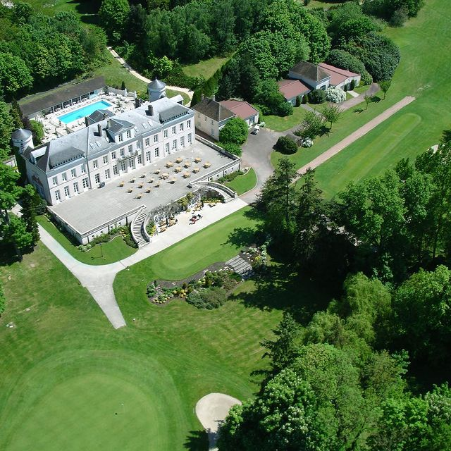 golf resorts in france